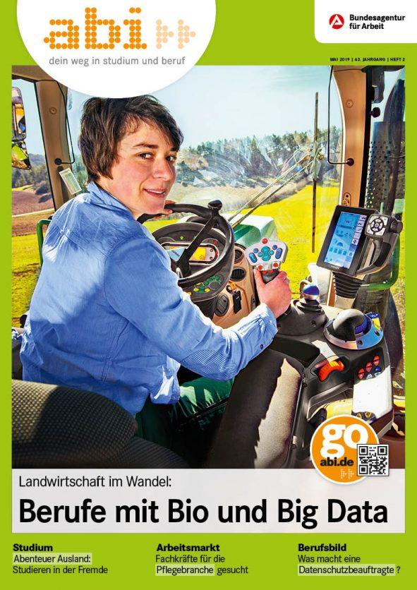 abi Titelbild eine Frau sitzt in einem Traktor