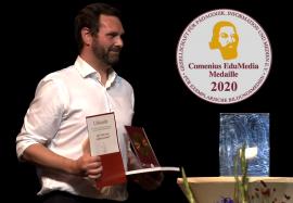 Anton Kahr, technischer Leiter bei Meramo Verlag GmbH, nimmt die Medaille 2020 entgegen
