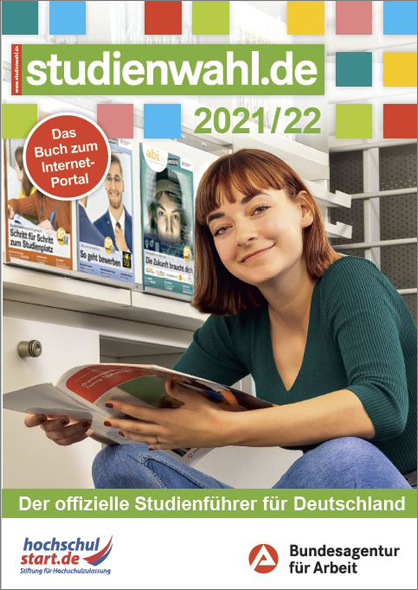 """Zu sehen ist das Titelbild des Buchs """"Studienwahl 2021/2022"""" mit einer jungen Frau, die ein Magazin in der Hand hält."""